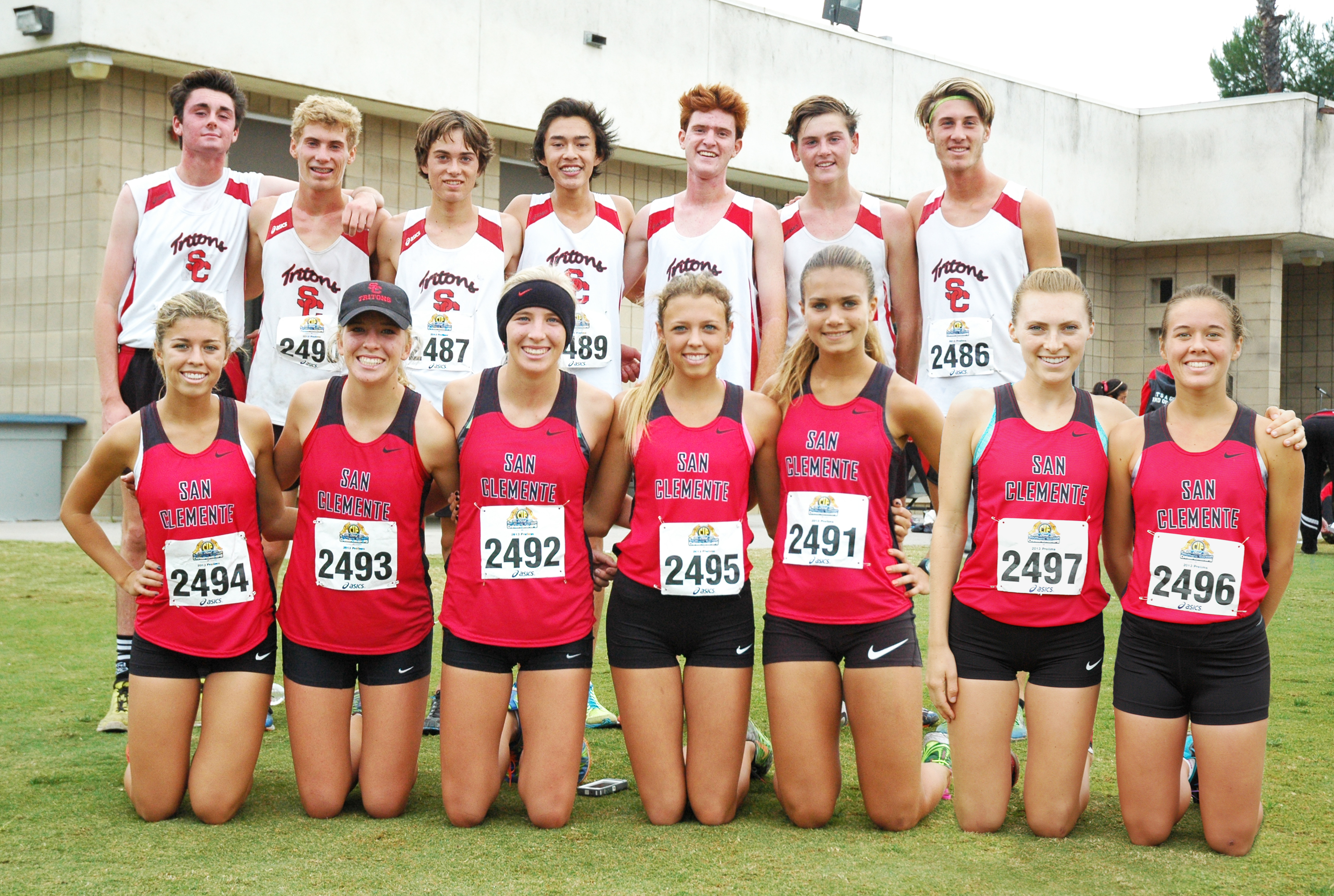 The San Clemente girls and boys cross country team posing after their CIF-SS Prelim meet. Courtesy photo