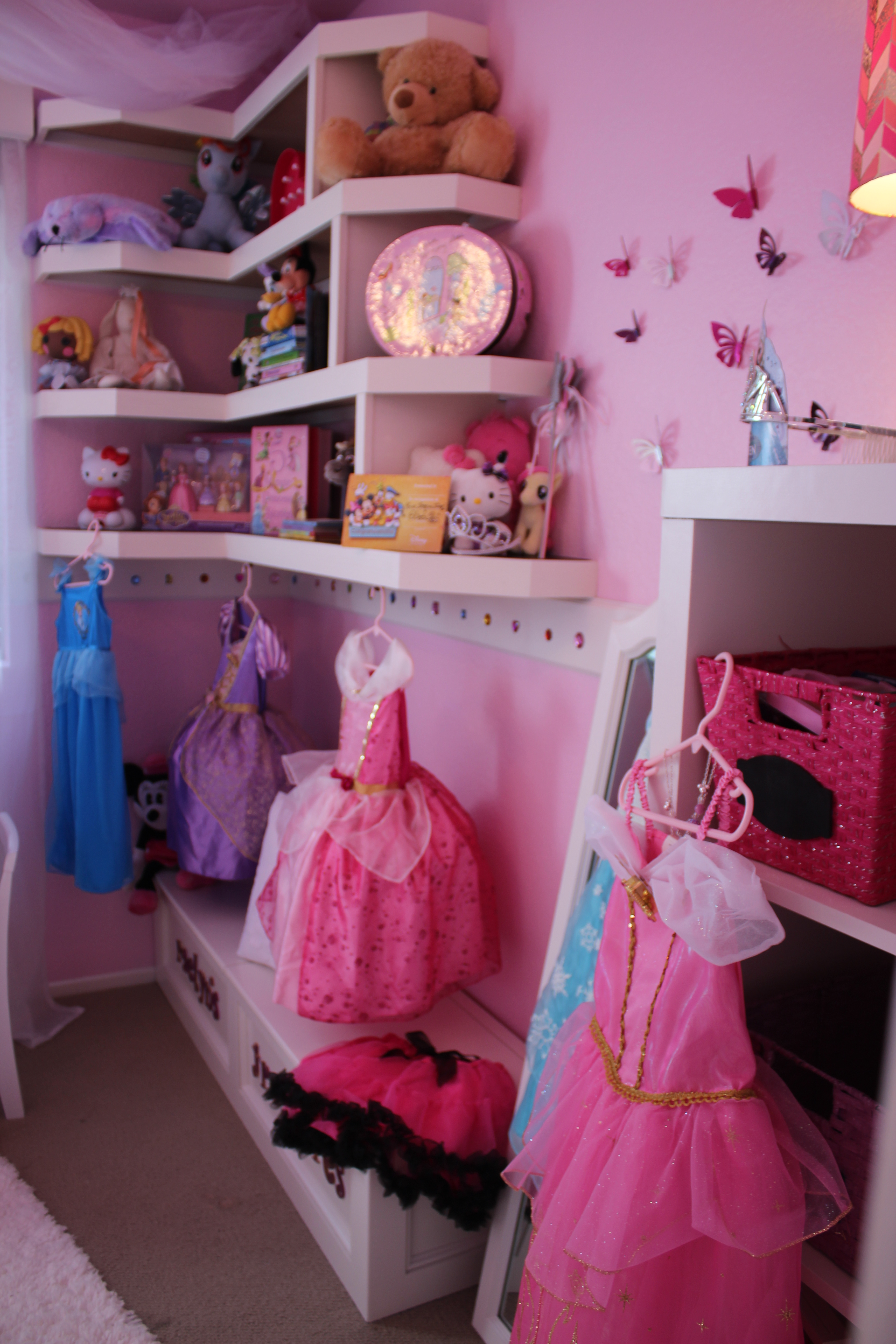Volunteers with the nonprofit Special Spaces assisted San Clemente-based interior designer Paula Oblen in bringing 5-year-old Raelyn Beckler's dream to life. They successfully transformed her bedroom into a princess paradise, complete with pink walls, treasure chests and dresses galore. Photo: Andrea Papagianis