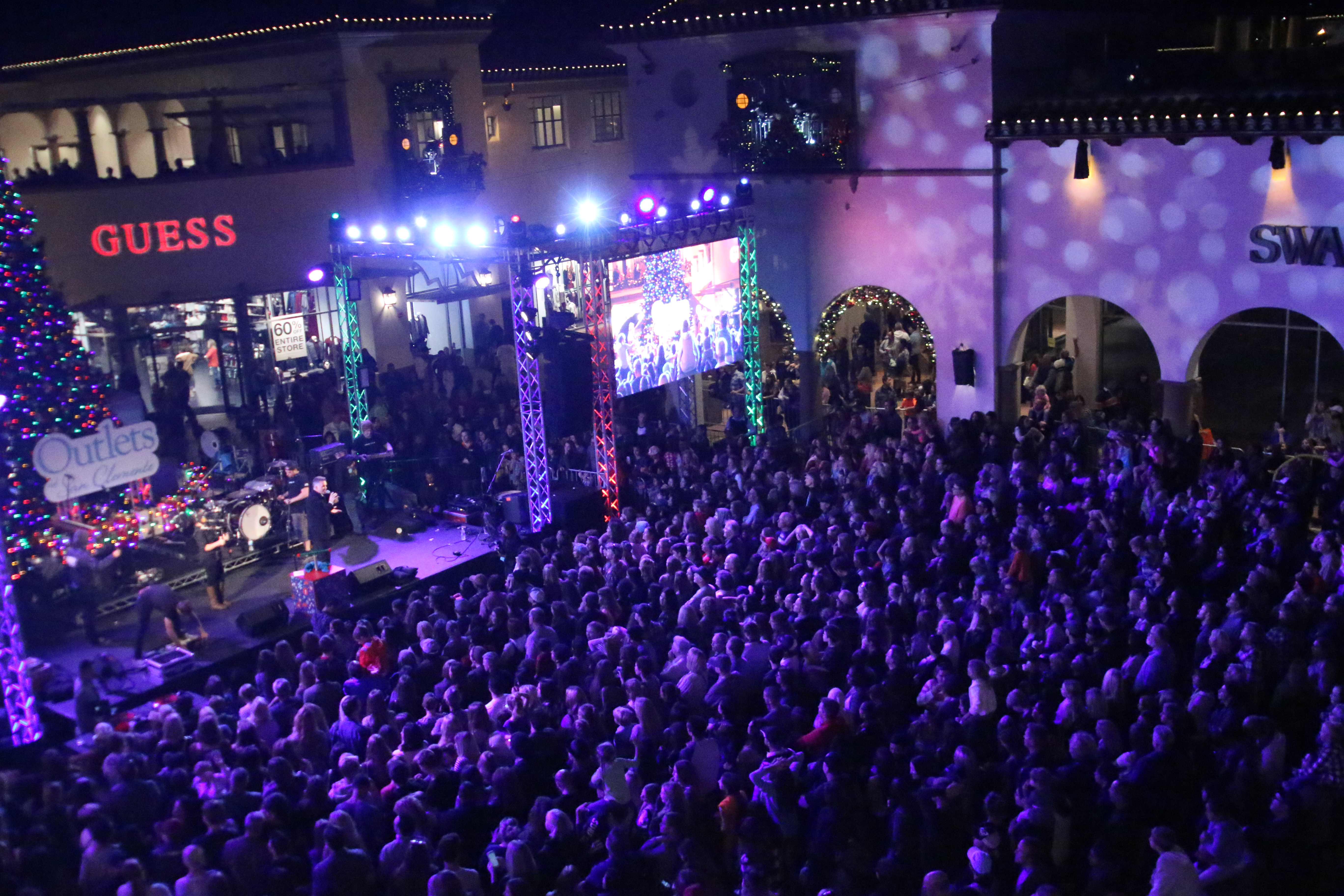 Thousands of people attended the Outlets at San Clemente inaugural Tree Lighting Ceremony on Nov. 14. Photo: Eric Heinz
