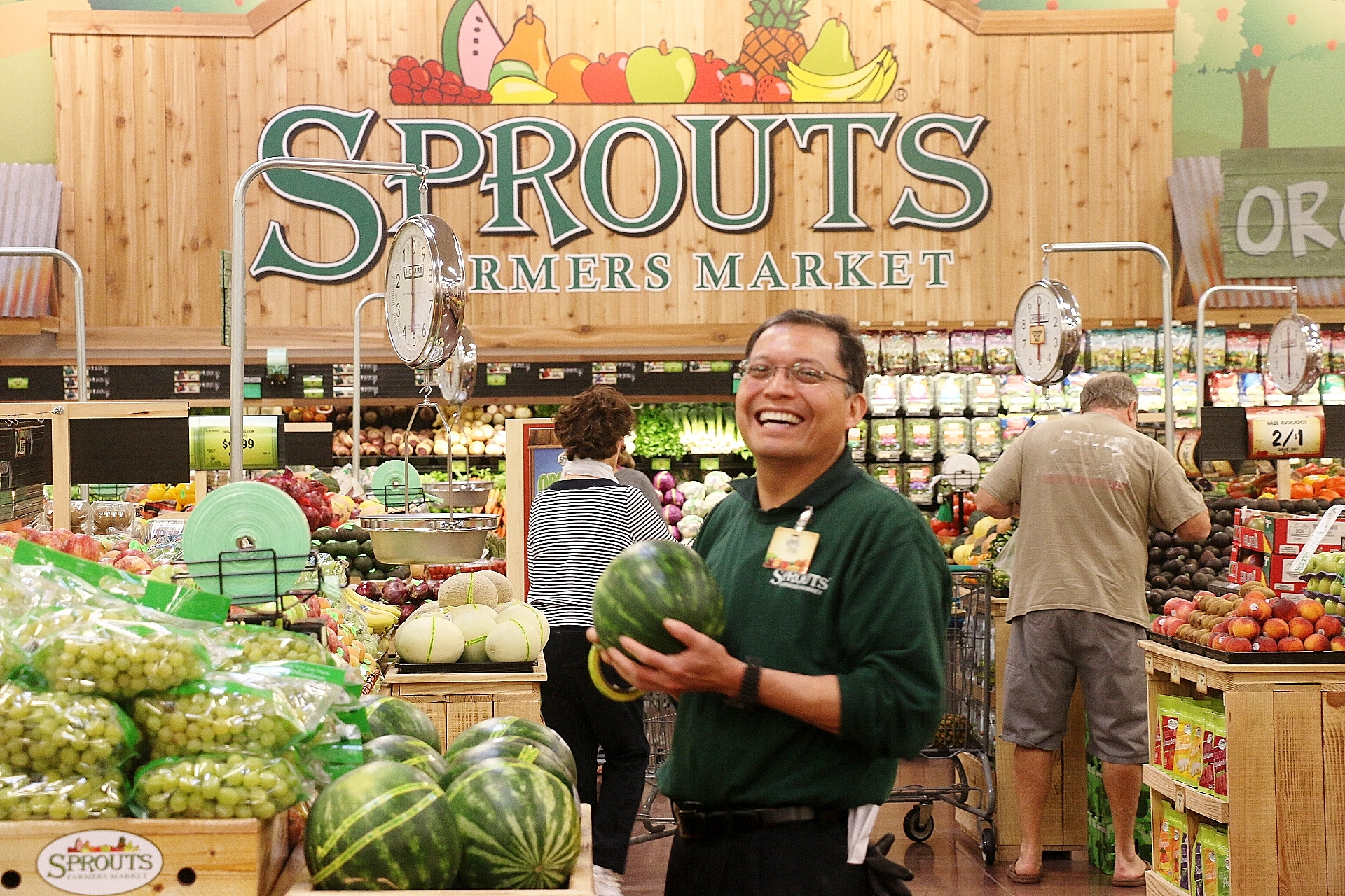 most of estrella plaza shopping center now open san clemente times at the wednesday grand opening of sprouts farmers market in the estrella plaza shopping center