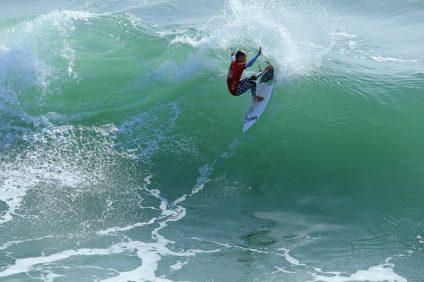 Jett Schilling surfs last year Photo: Kurt Steinmetz