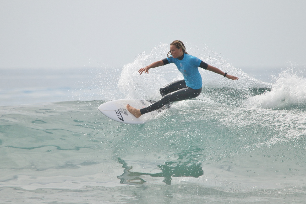 Keely Andrew surfs against Silvana Lima in the Swatch Pro final on Sept. 15 at Lower Trestles. Photo: Eric Heinz