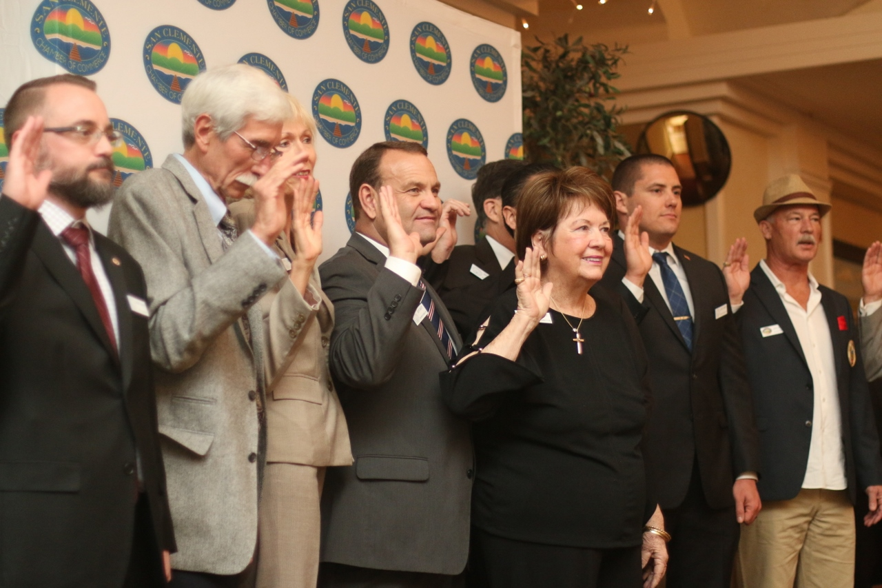 San Clemente Chamber of Commerce board members are sworn in.
