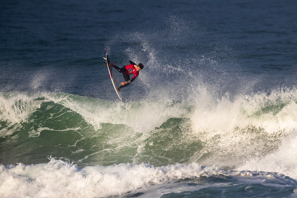 Colapinto soars into second place at a WSL air show contest in France last week. Photo: WSL/Poulleno