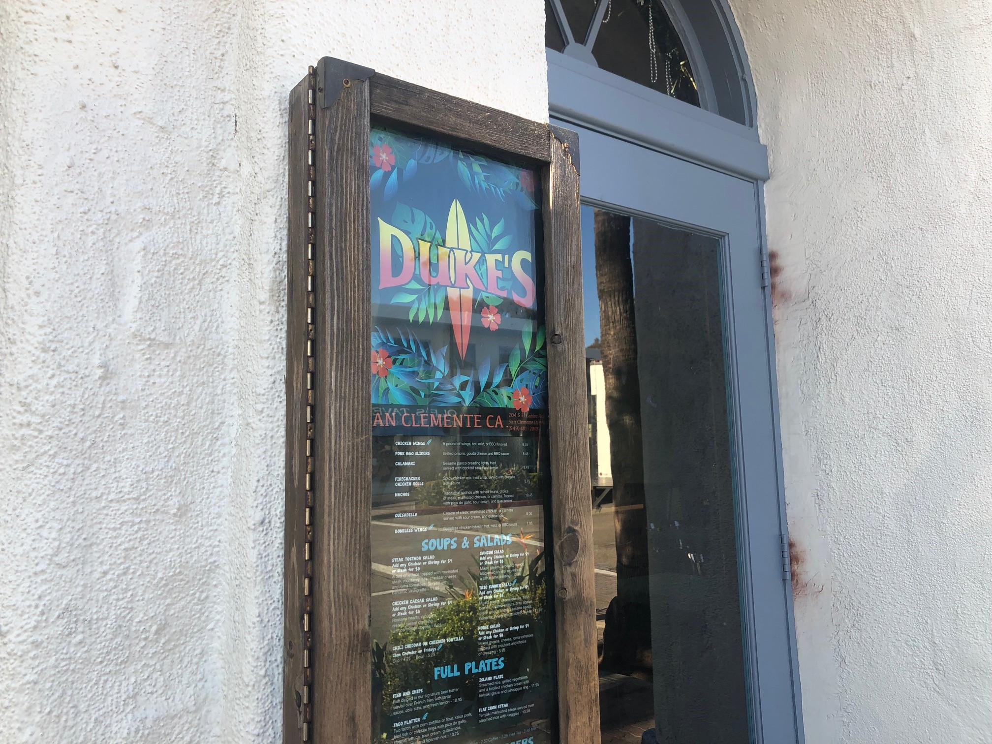 Duke's San Clemente, located at 204 S. El Camino Real, recently closed its doors, the bar and restaurant's general manager said. Photo: Eric Heinz