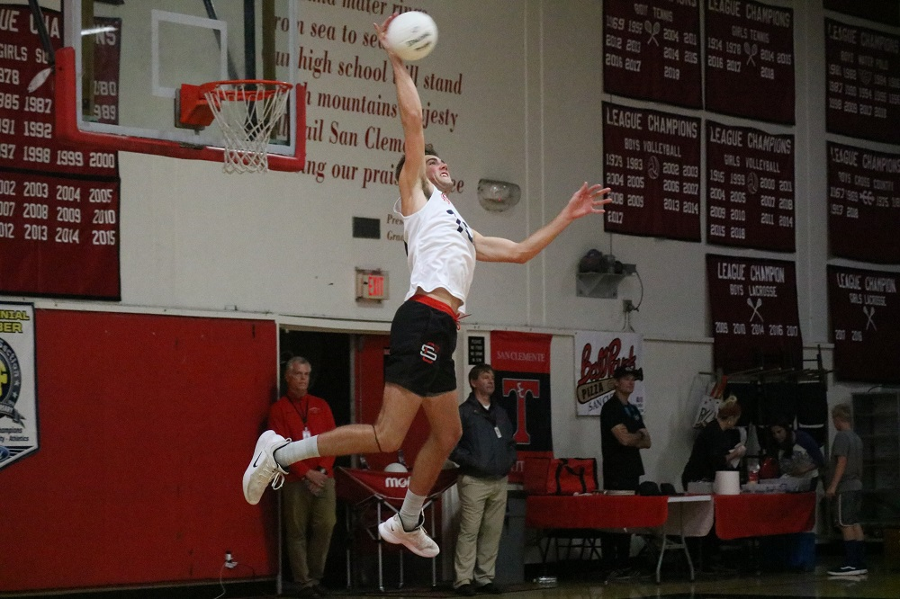 San Clemente boys volleyball held off a charge from Santa Margarita in a battle of league champions to win its CIF-SS Division 1 first-round match in five sets. Photo: Zach Cavanagh