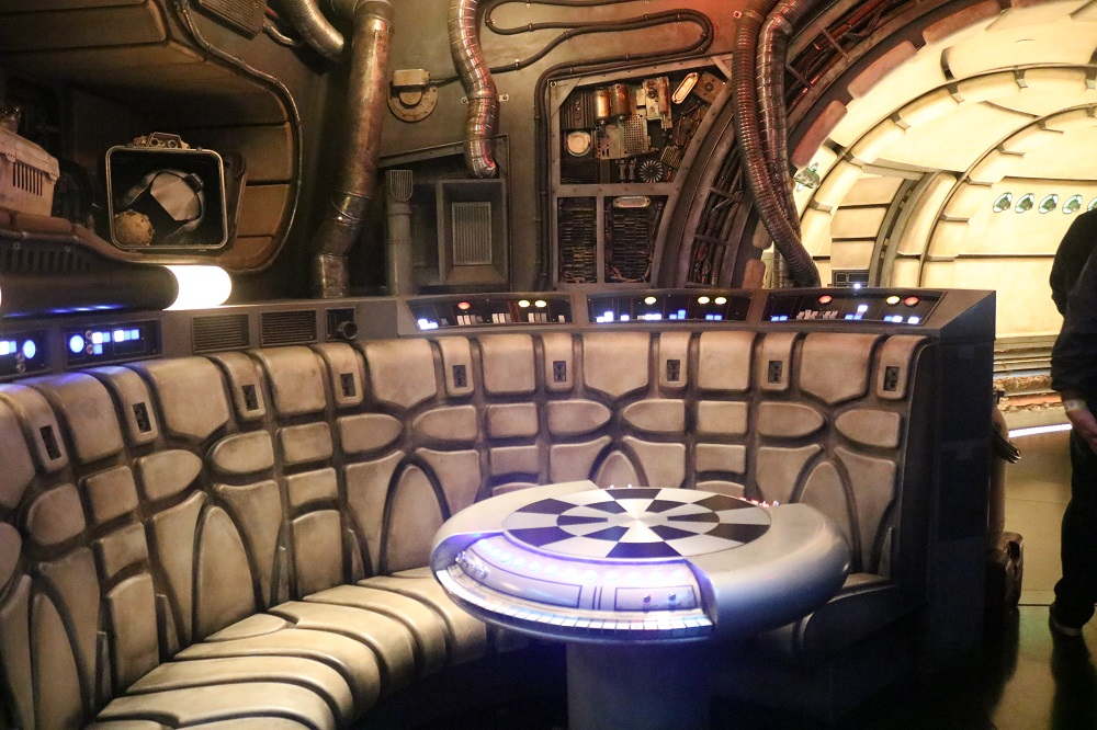 Galaxy's Edge 18 – Millennium Falcon Interior
