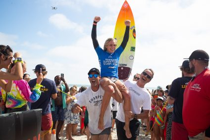 Samantha Sibley, 17, of San Clemente, celebrates her first-place finish this past weekend at the 2019 Super Girl Pro in Oceanside. Photo: WSL/Steinmetz