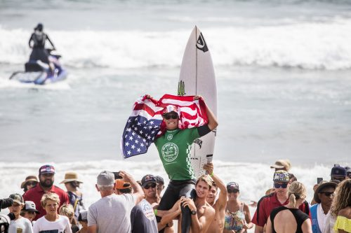 Kade Matson on top of the world after winning the U.S. Open Junior Men division. Photo: Herron/WSL