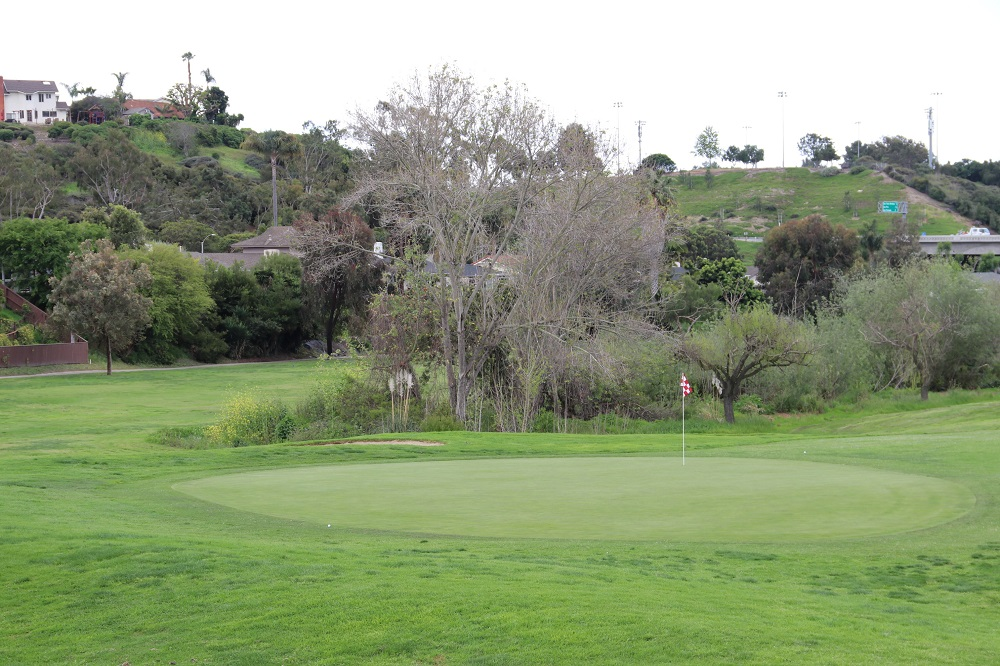 Holes At One Shorecliffs Golf Club Is The Only Local Course Still Open After Coronavirus Closures San Clemente Times